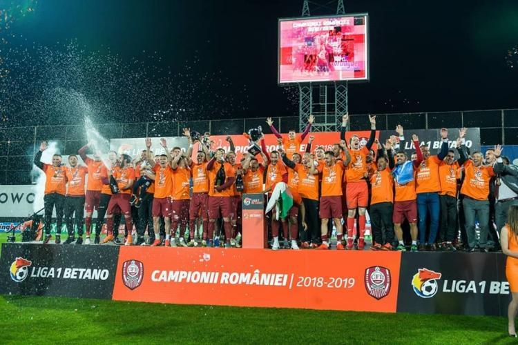 """CFR Cluj e din nou campioana României! """"Feroviarii"""" au sărbătorit cu șampanie și artificii VIDEO"""