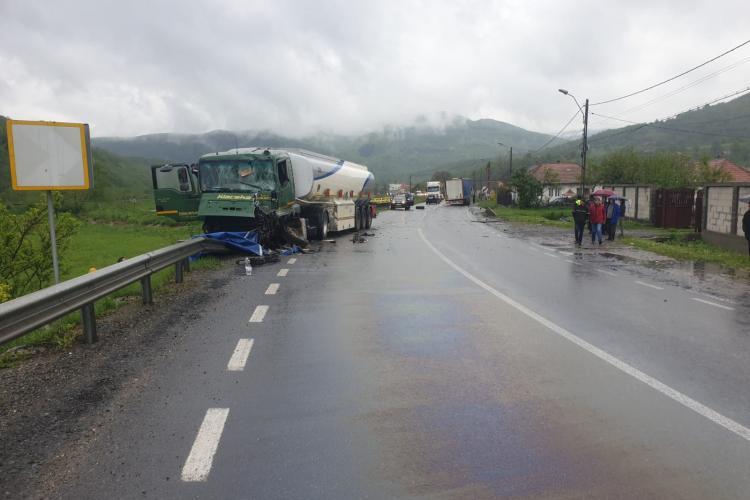 """Accident la Negreni. Două TIR -uri s-au lovit """"cap în cap"""" - FOTO"""