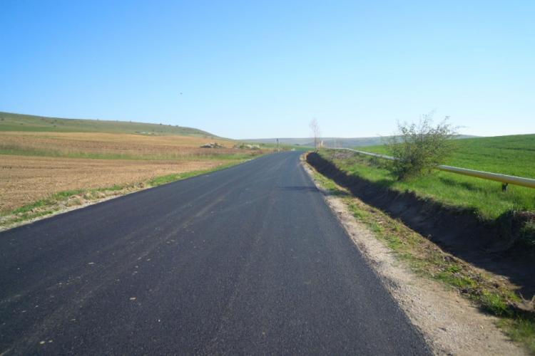"""Drumul Vâlcele – Rediu – Aiton a fost asfaltat, după 11 ani de """"plecăciuni"""" - FOTO"""