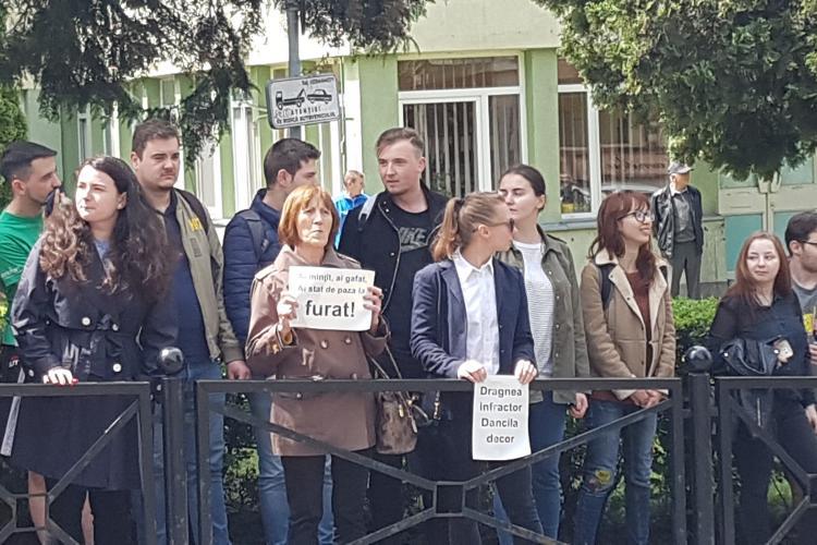 Cum i-a evitat Viorica Dancila pe protestatarii din Cluj. Huiduieli la UMF Cluj si declarații-VIDEO