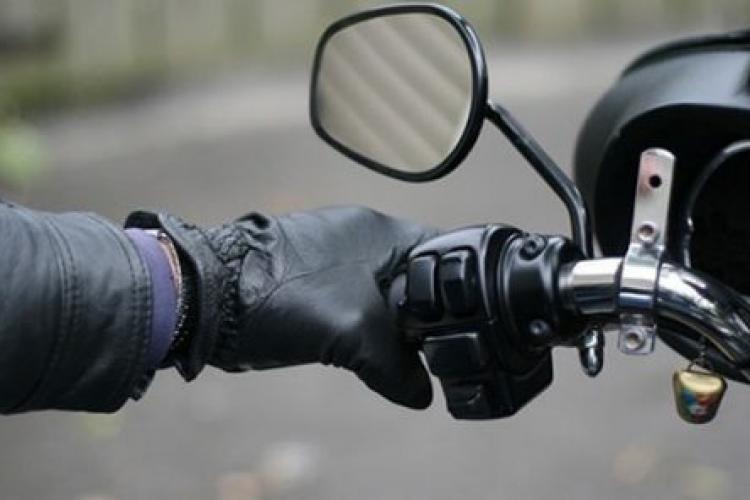 Motociclist reținut de polițiștii clujeni! Era beat și conducea o motocicletă cu numere false, în plină zi