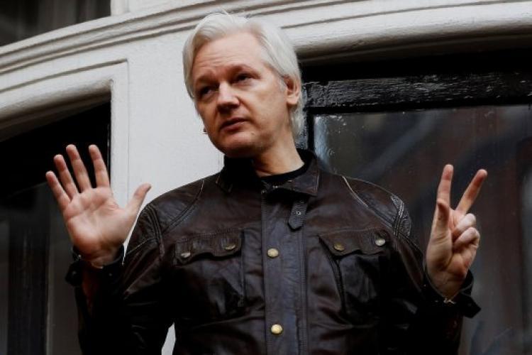 Julian Assange a fost arestat la Londra - VIDEO