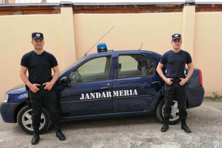 CLUJ: Copil dispărut de acasă, găsit rapid de jandarmi și returnat bunicii sale FOTO