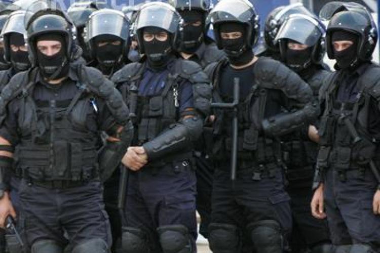 "400 de politisti, jandarmi si politisti comunitari ""pazesc"" stadionul din Gruia"