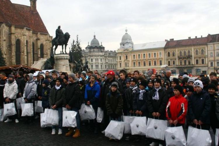 Claudiu Niculescu si Bostina le-au facut cadouri juniorilor de la U Cluj