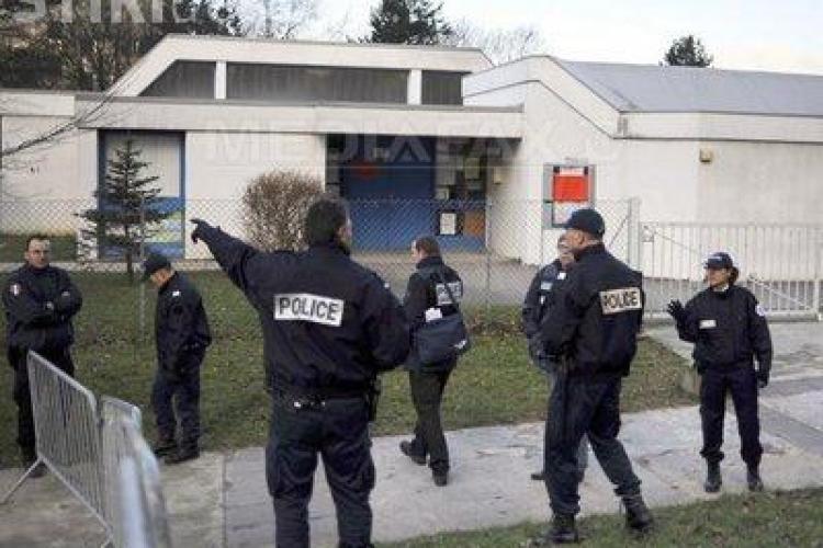 20 de  copii au fost luati ostatici la o gradinita din Franta de un tanar inarmat cu doua sabii