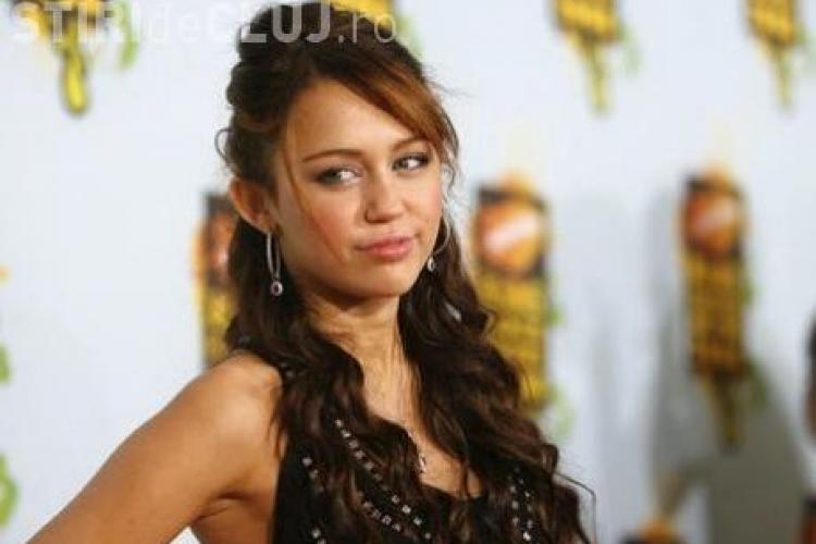 Hannah Montana se drogheaza cu etnobotanice  VIDEO