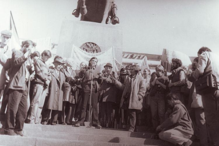 EDITORIAL: Revolutia lui Tibi Farcas