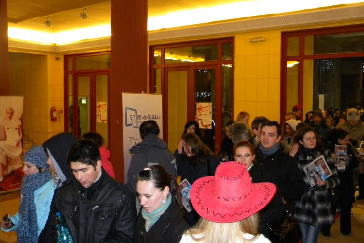 "Clujenii au ""devorat"" publicitate si au asistat, azi noapte, la un show marca Sensor - FOTO si VIDEO"