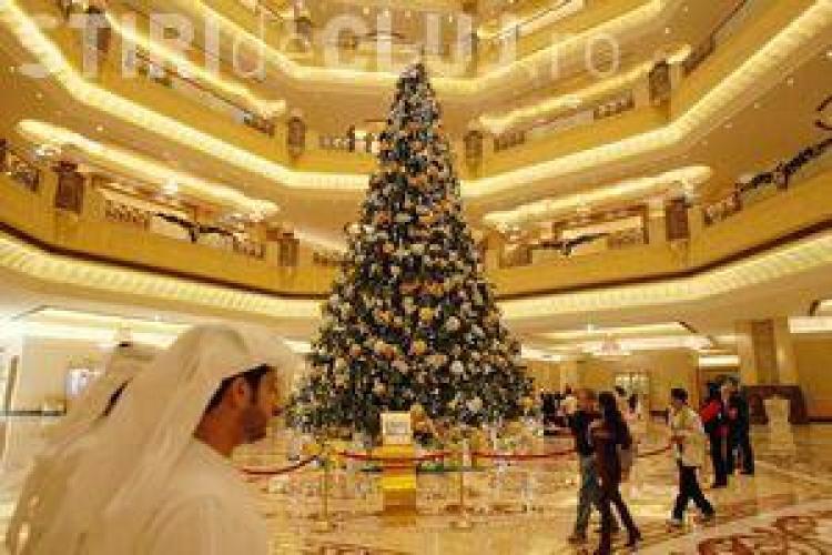 Cel mai scump brad de Craciun este in Abu Dhabi! Ornamentele de pe el costa peste 11 milioane de dolari