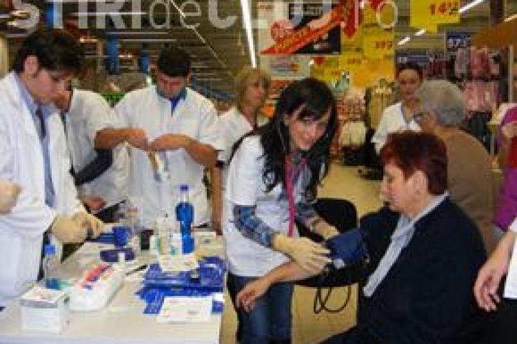 Studentii medicinisti din Cluj Napoca au oferit consultatii gratuite in Apahida