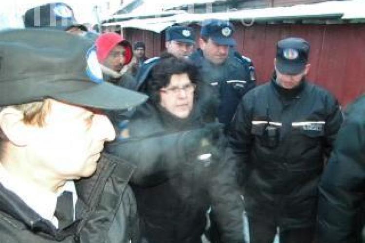 Amnesty International acuza Romania ca incurajeaza segregarea in cazul evacuarii tiganilor de pe strada Coastei din Cluj
