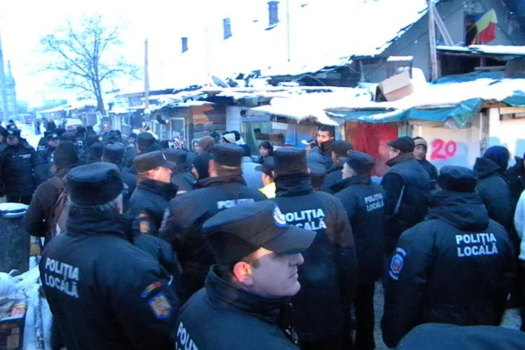Sute de tigani de pe strada Coastei din Cluj-Napoca sunt evacuati la aceasta ora de jandarmi si politisti- VIDEO si Galerie FOTO
