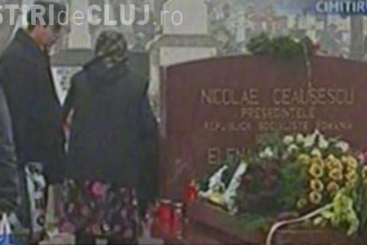Mormantul sotilor Ceausescu, vizitat de nostalgici la implinirea a 21 de ani de la moartea acestora