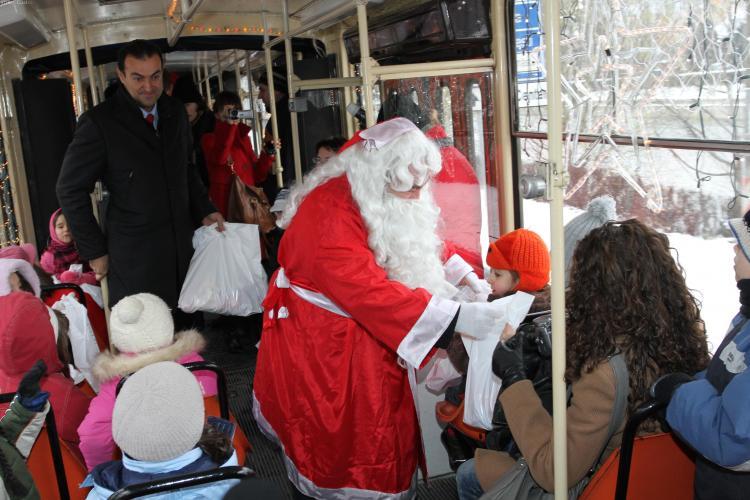 Tramvaiul lui Mos Craciun circula prin Cluj-Napoca! VEZI aici programul - FOTO