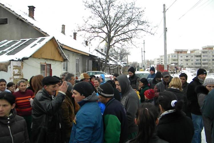 Tiganii de pe strada Coastei ameninta ca isi dau foc daca primaria ii muta la Pata Rat - Galerie FOTO si VIDEO