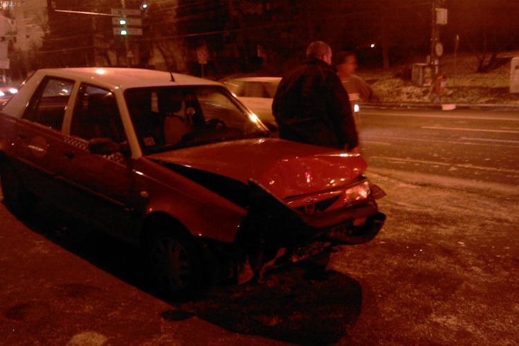 Accident langa Iulius Mall Cluj, pe strada Alexandru Vaida Voievod! Un taximetru i-a taiat calea unui sofer - VIDEO si FOTO