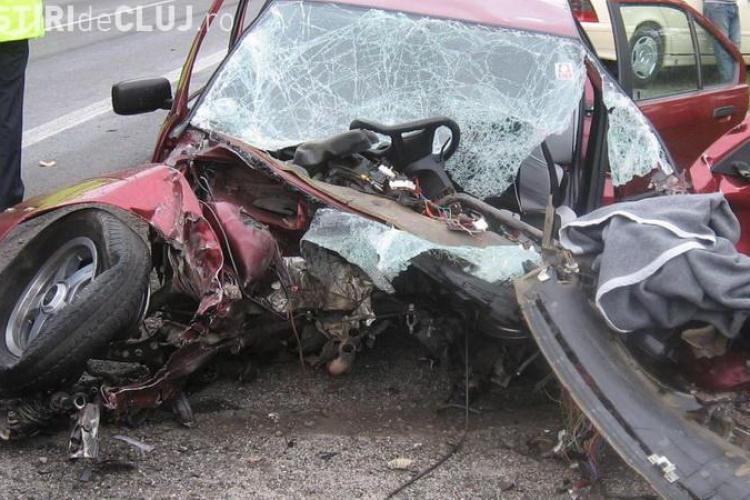 Gilau: Accident cu trei raniti si o masina rasturnata
