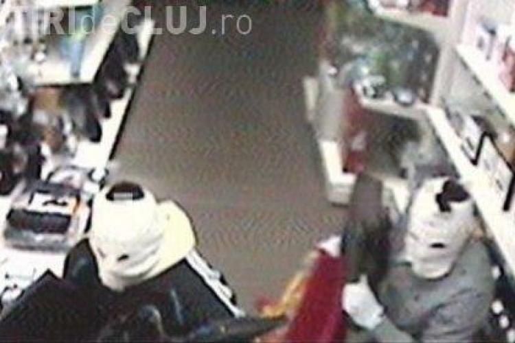 Au spart un magazin din Apahida si au furat alimente in valoare de 4.000 de lei