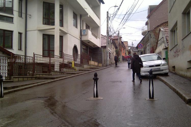 Accesul auto este interzis pe strada Piezisa. Primaria a montat stalpi mobili!