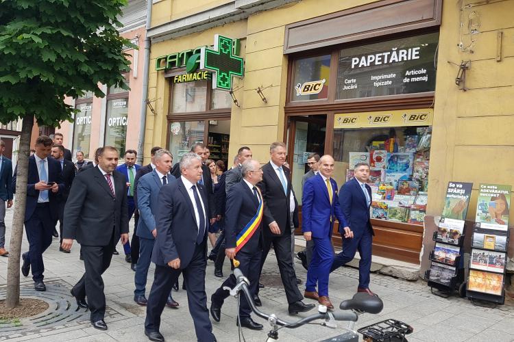 Eșec la baia de mulțime a lui Iohannis de la Cluj. S-a lovit de normalitatea clujenilor - VIDEO