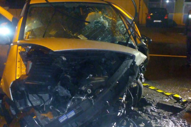 Accident cu 3 victime la Dej. Un șofer a intrat cu mașina într-un cap de pod