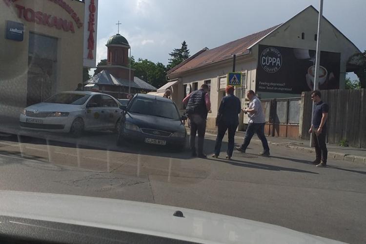 Clujul SMART: S-a surpat asfaltul sub roata - FOTO