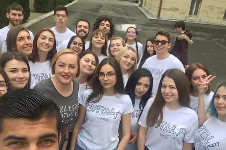 Elevii de la liceul Șincai din Cluj și-au donat economiile pentru Primul Spital de Oncologie Pediatrică din România