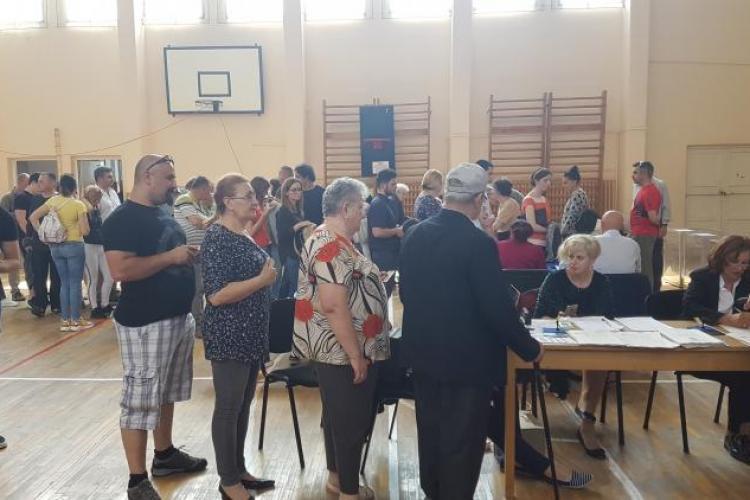 S-a atins pragul de 30% pentru validarea referendumului