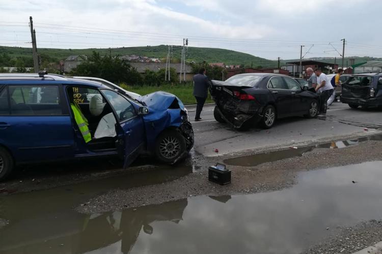 Accident cu trei victime la Sânnicoara! O mamă și doi copii au ajuns la spital FOTO