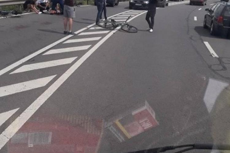 Biciclist autoaccidentat pe dealul Feleacului, în curba morții - FOTO