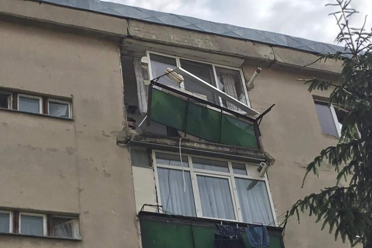 Explozie la un apartament, în Turda, pe strada Panseluțelor - FOTO