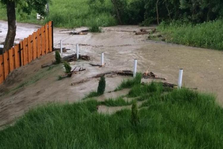 Strada Câmpului a fost inundată vineri seara - FOTO