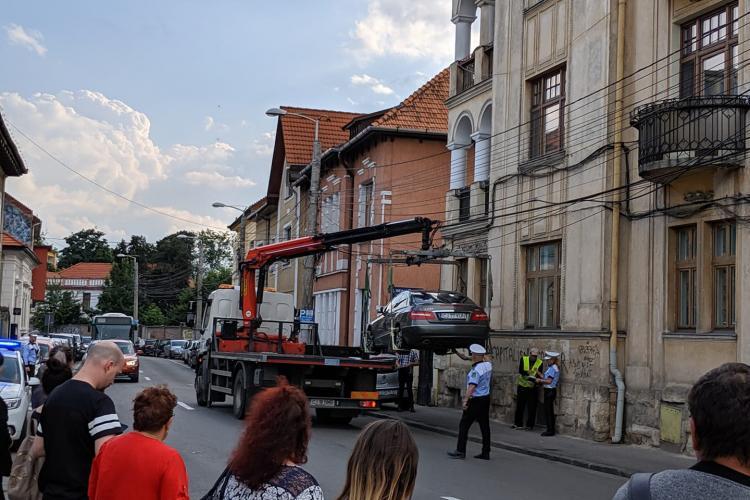 Clujul are toleranță ZERO pentru mașinile parcate pe trotuar! Vi se pare corect?