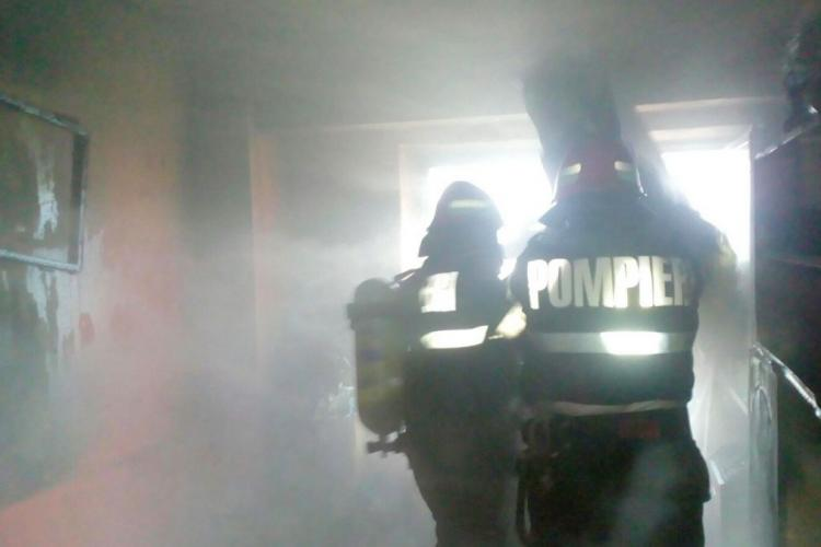 Incendiu pe strada Mehedinți, joi seara. Proprietara a adormit cu oala pe foc