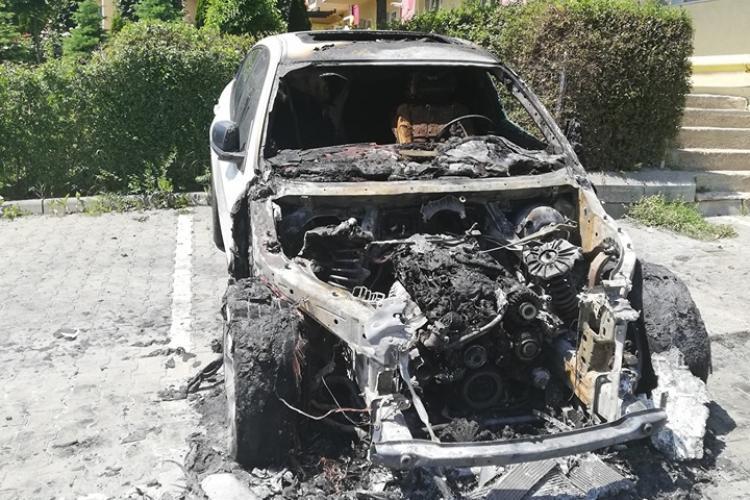 BMW incendiat în Baciu! Se pare că e vandalism - FOTO