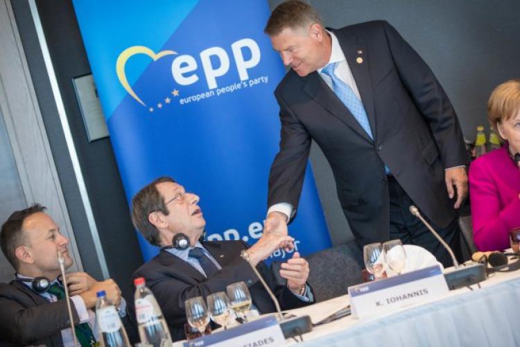 Iohannis, felicitat și aplaudat de Merkel și liderii PPE la Bruxelles, după votul din România - FOTO