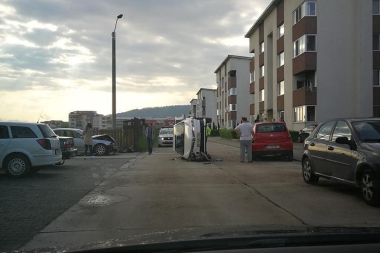 Accident între blocuri în Florești! A reușit să se răstoarne - FOTO