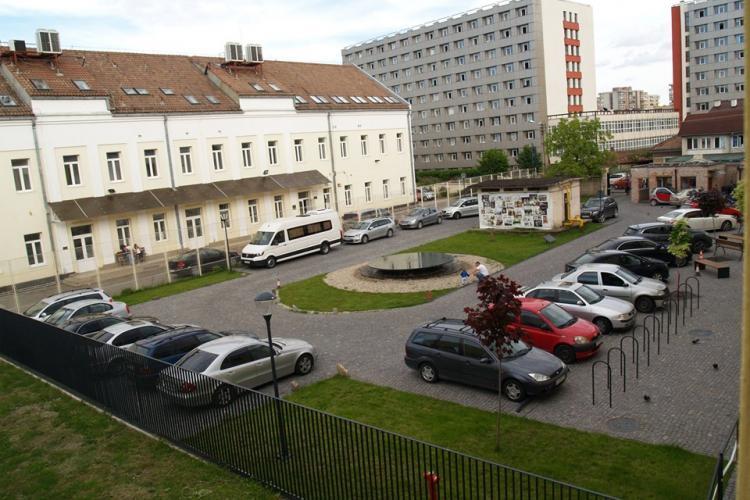 Inițiativă pentru șoferii clujeni! Școala de Arte pune la dispoziție locuri de parcare GRATUITE pentru oricine