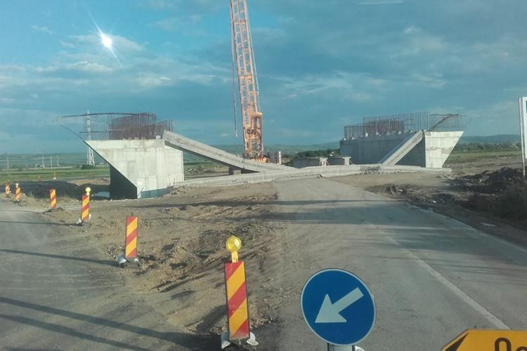 Viaduct prăbușit pe autostrada Turda - Sebeș: Dimineața a fost montat și după câteva ore s-a prăbușit totul - FOTO