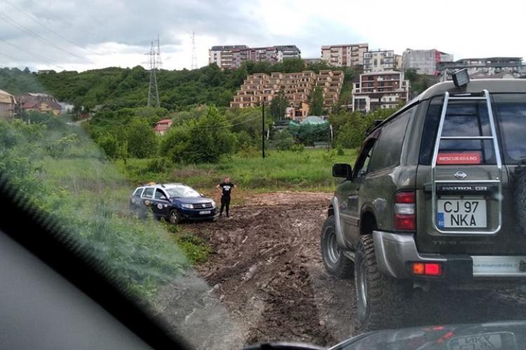 Cluj-Napoca: Ce de la Rescue 4x4 au scos doi șoferi din noroaiele Clujului - FOTO