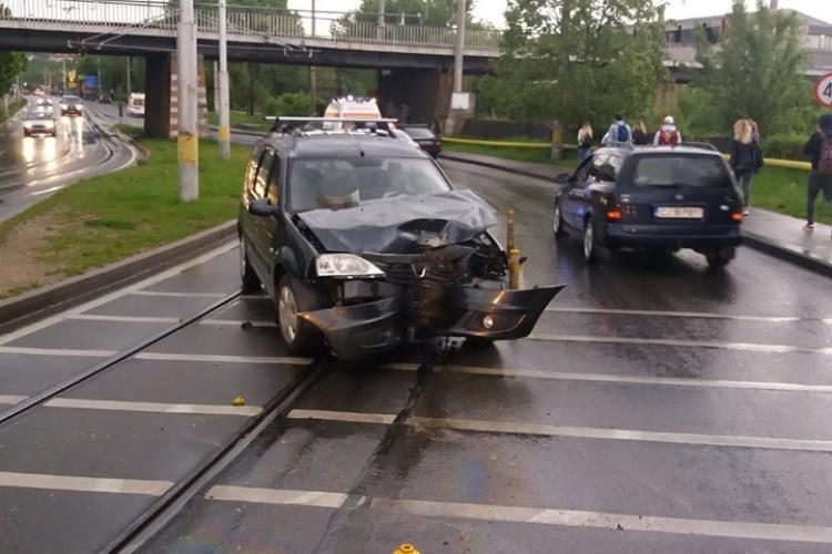 Cum încep ploile, cum apar accidentele. Un șofer și-a făcut mașina praf pe Oașului FOTO