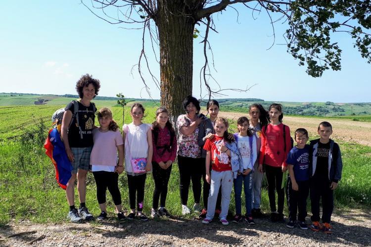 Manifestul inedit al unei tinere pentru educație. Merge pe jos 1.200 km, de la Cluj la Vama Veche
