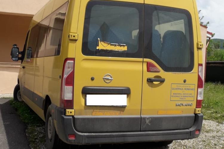Caz halucinant la Cluj! Șoferul unui microbuz pentru elevi, prins băut la volan. Mergea să ia copiii de la școală FOTO