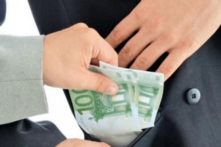 CCR dă un verdict greu de digerat: Nu e faptă de corupție, dacă altcineva ia banii