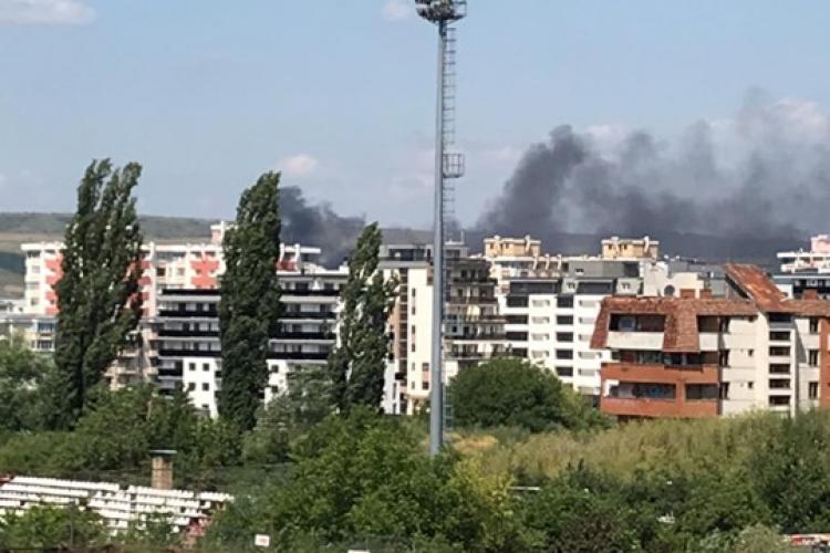 Incendiu la un depozit din Someșeni. Mai multe autovehicule au luat foc FOTO/VIDEO