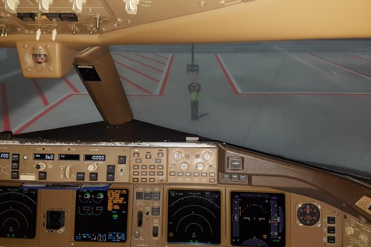 Am pilotat un simulator de zbor de la Academia Turkish Airlines din Istanbul. VEZI ce a ieșit - VIDEO