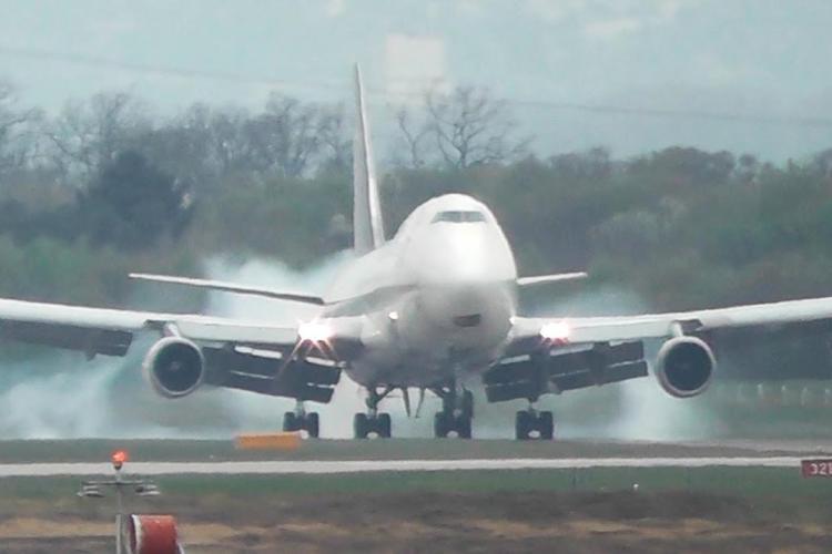 În timp ce noi ne certăm, Aeroportul din Constanța ia fața Clujului