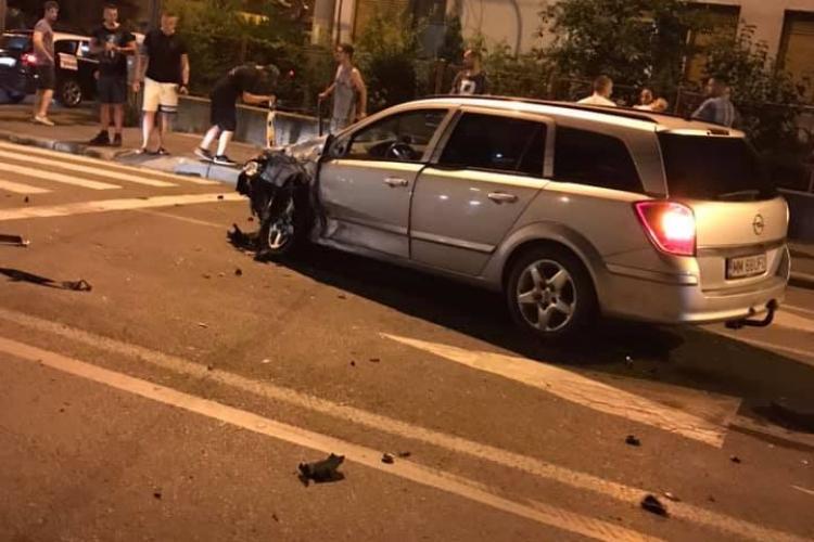 Accident cu patru mașini în cartierul Grigorescu. Trei persoane au ajuns la spital FOTO