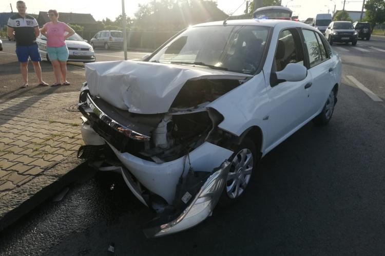 Accident pe strada Vlad Tepes, în Cluj-Napoca - FOTO